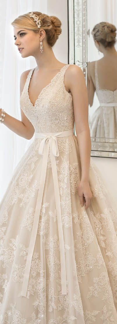 Lovely vintage wedding gown #lace