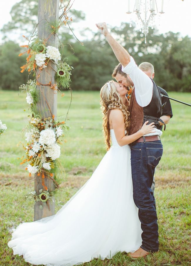 Popular rustic wedding dresses for country wedding for Rustic country wedding dresses