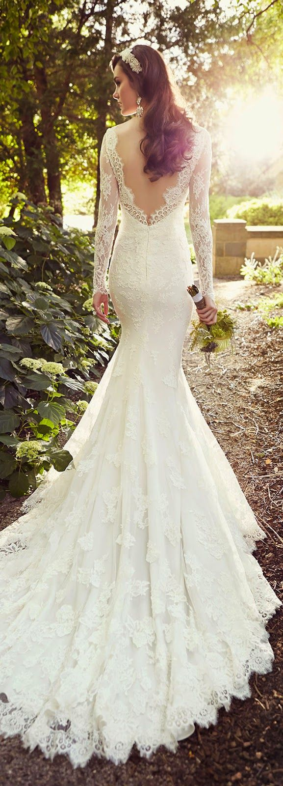 vintage lace wedding dress for fall country wedding