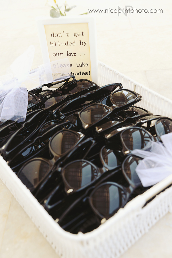Cute-Wedding-Favors-sunglasses for outdoor wedding