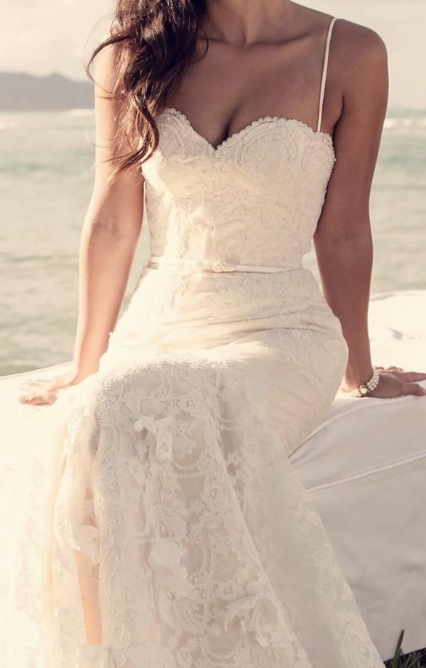 low back wedding dress for beach wedding