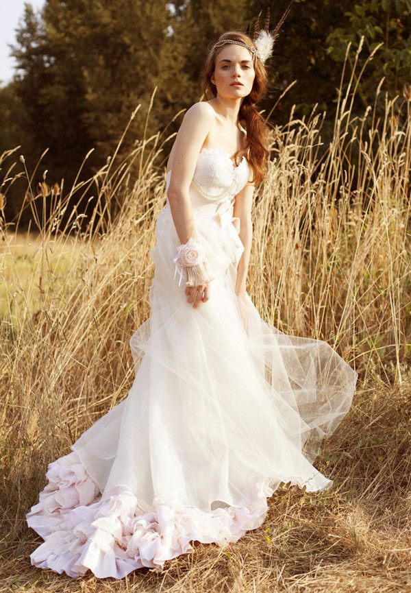 Tips for fall wedding dresses 2016 for Dresses for a fall wedding