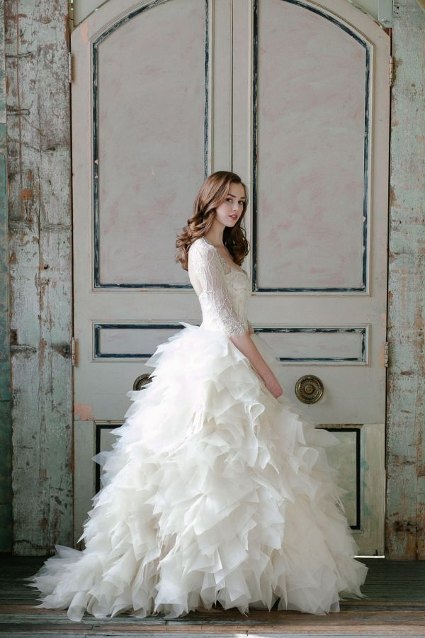Backless Ivory Wedding Dresses For Fall Autumn