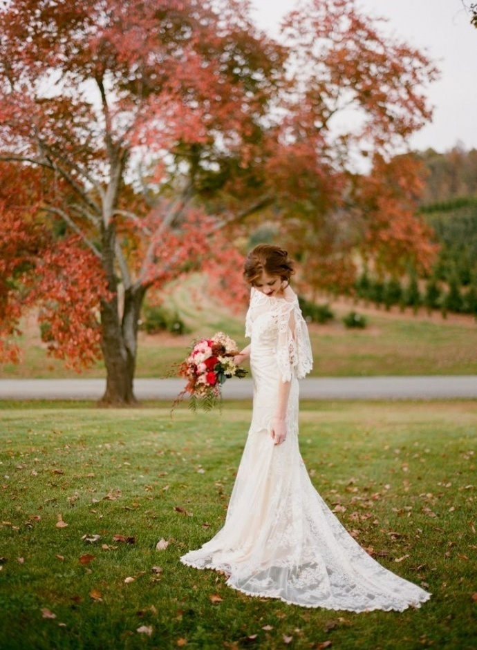 Stunning long sleeve wedding dresses for fall wedding for Dresses for a fall wedding