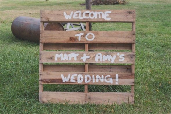 rustic and chalkboard Wedding Welcome Sign Ideas Your Wedding 4