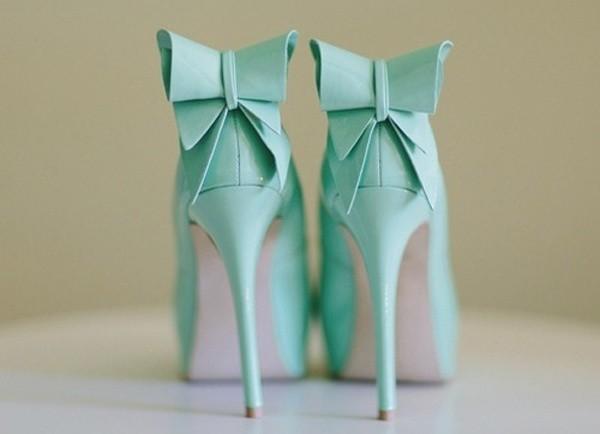 mint wedding shoes splash-of-color
