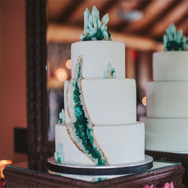 amethyst geode wedding cake trend 2016
