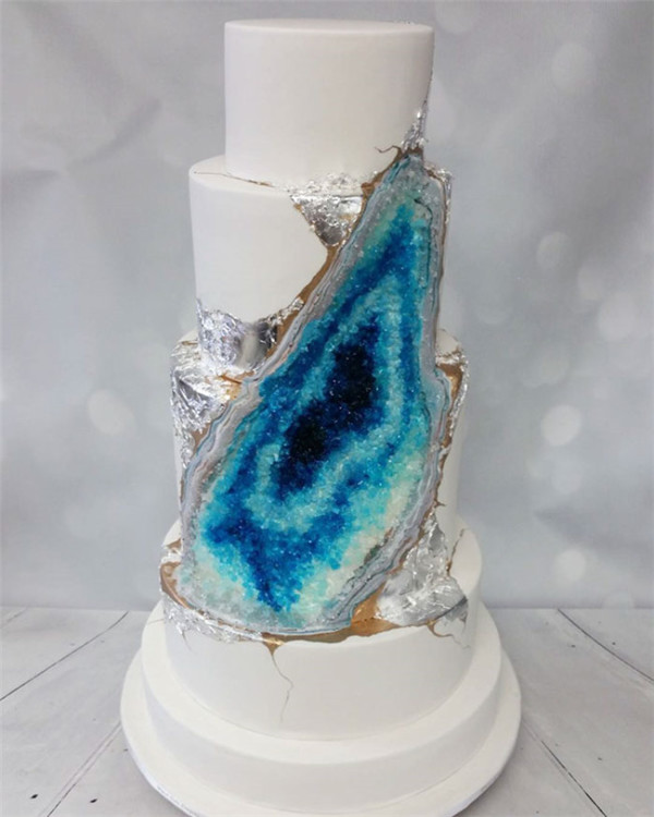 amethyst geode wedding cake trend blue and silver