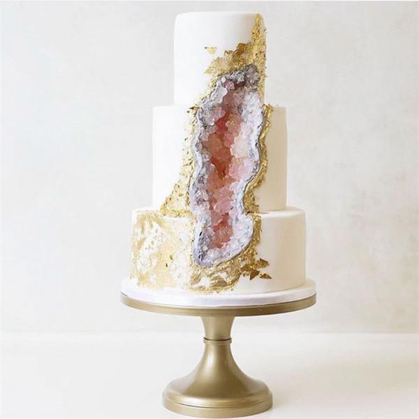 geode wedding cake trend