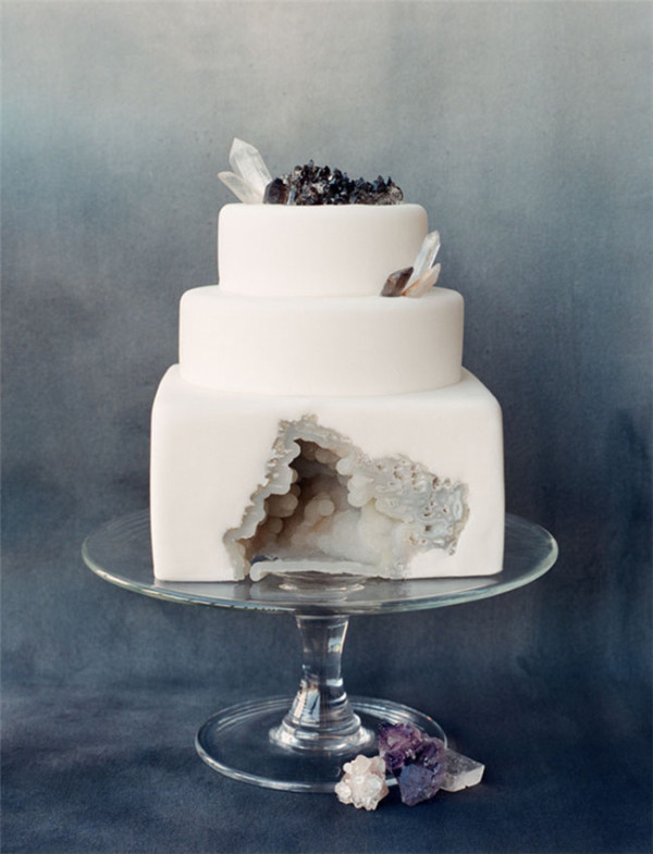 geode wedding cake trend pictures