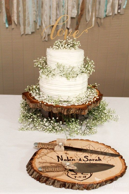 rustic fall wedding cakes with baby's breath