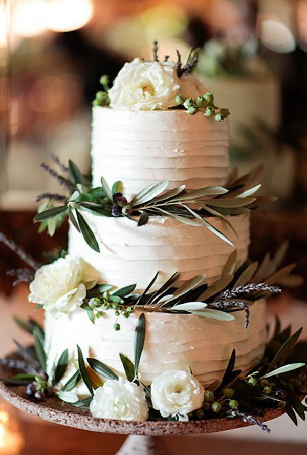 rustic white wedding cake for fall wedding
