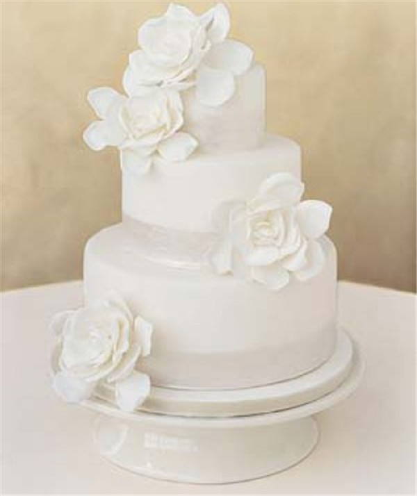 simple white wedding cakes with roses e1325978858862