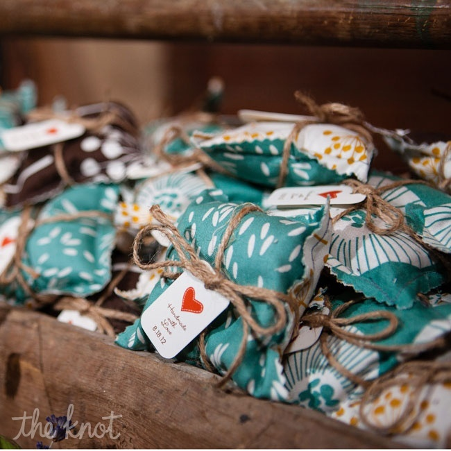 25 easy to make diy wedding favors diy wedding favors junglespirit Choice Image