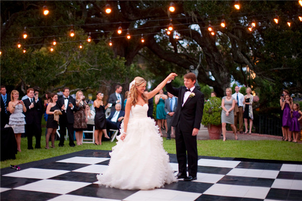 backyard wedding ideas 32