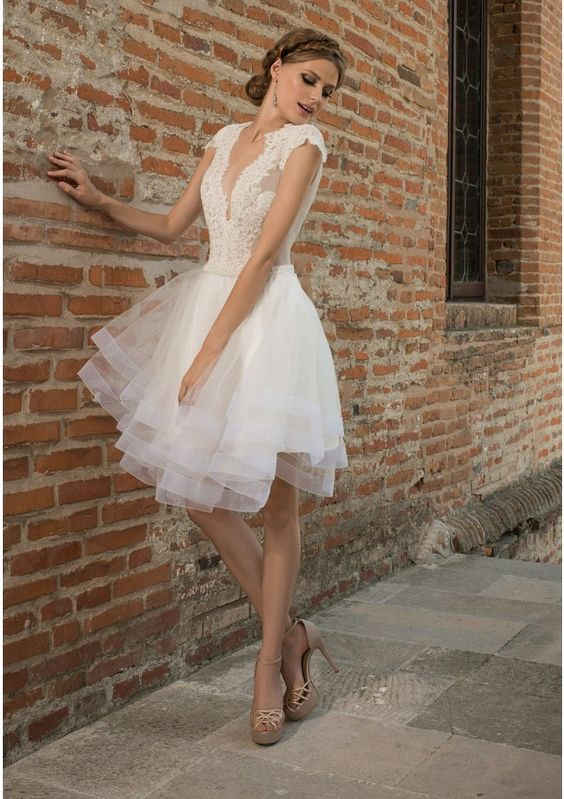Ivory short wedding dress crafted in tulle