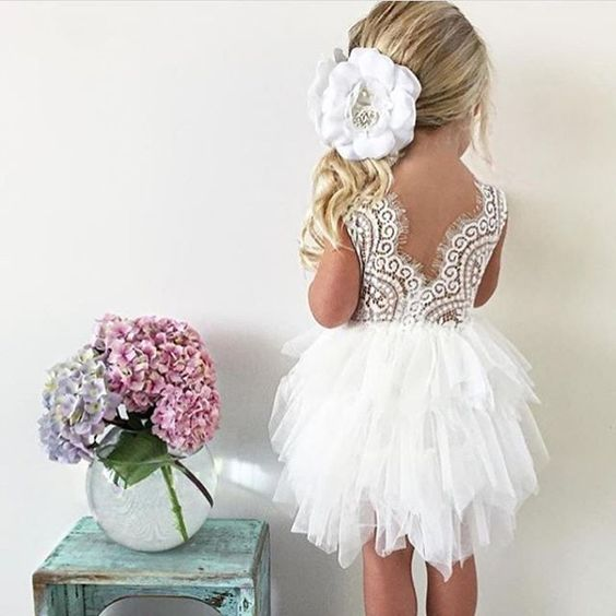 flower girl dresses so cute.