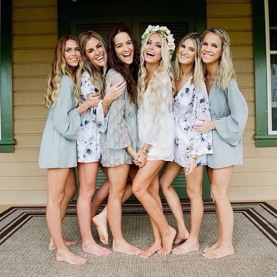 Pre-wedding photo with sisters