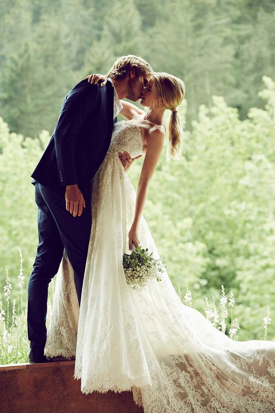 Bride and Groom kiss photo ideas