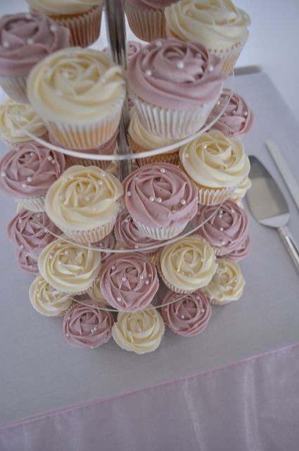 Dusty rose and cream wedding cupcakes