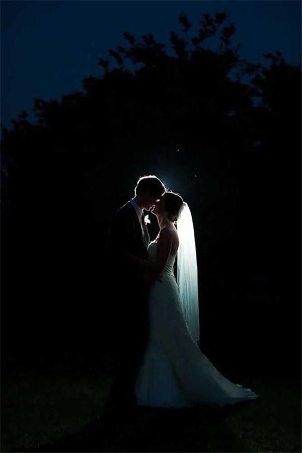 Night Wedding Photos Are romantic