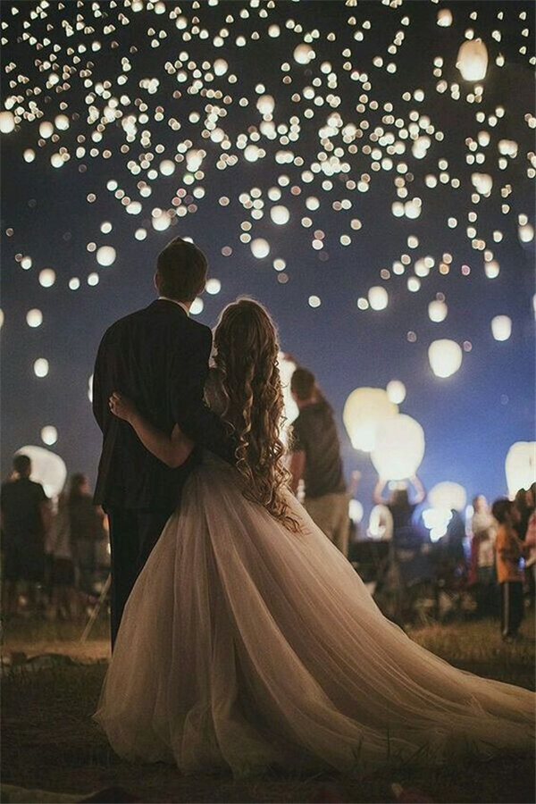 Night Wedding Photos With sky lanterns