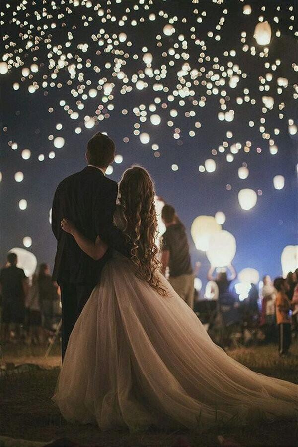 Night Wedding Photos With sky lanterns