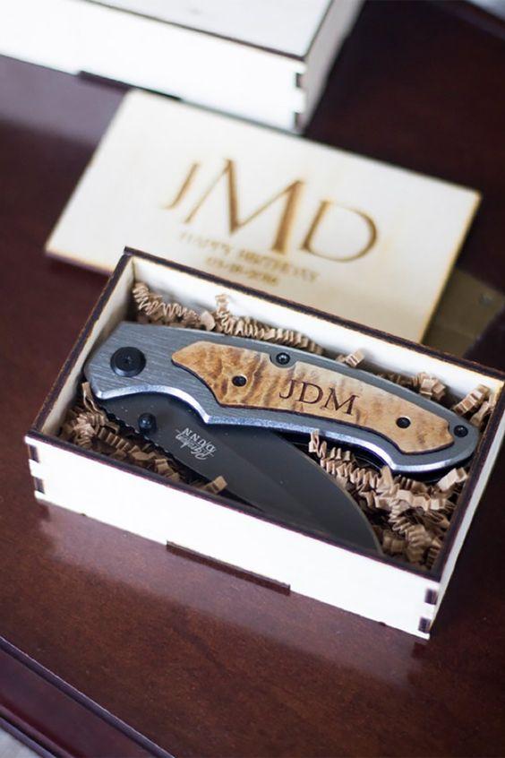 Pocket Knife - Great Groomsmen Gift Ideas