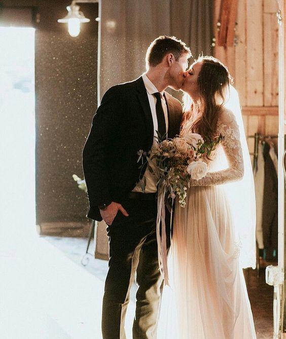 Stunning wedding kiss photo ideas