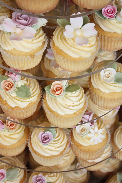 Vintage rose wedding cupcakes by Cake Ink