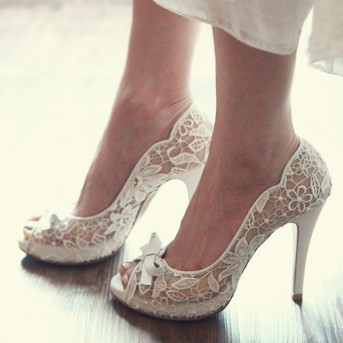 I love lace Wedding shoes LELObridal