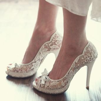 I love lace Wedding shoes LELObridal