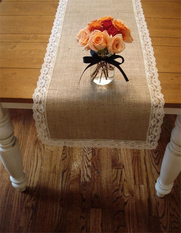 burlap and lace table runner I love this one