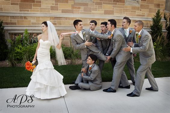 fun wedding photo ideas with groomsmen