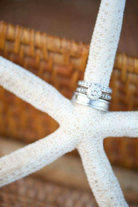 I Want a beach wedding and this ring shot with one of my favs...starfish!