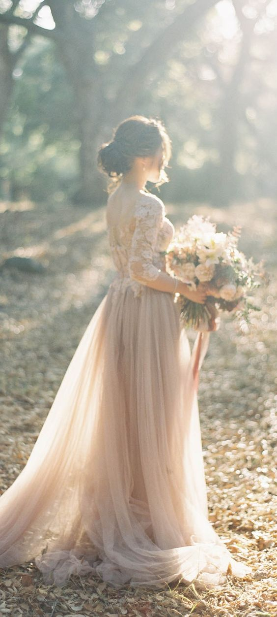 I'm obsessed with looking at vintage wedding dress!