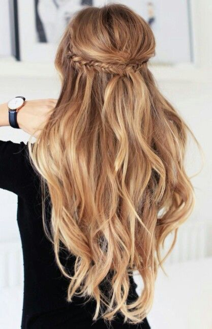 Beautiful blonde wavy hair!Highlights half up half down wavy hair