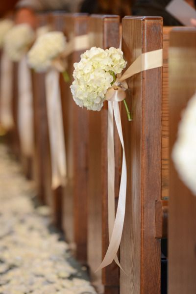 Church Wedding Decoration phto by Liga photography