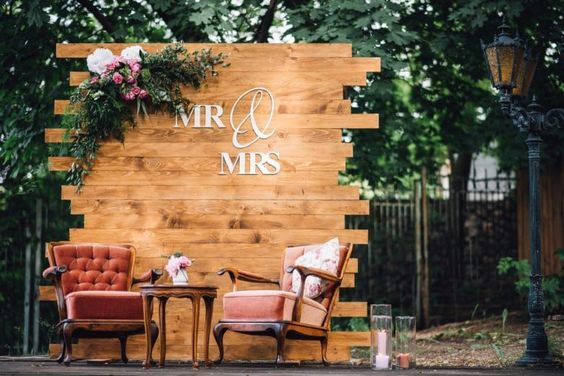 Floral And Wood Pallet Wedding Backdrop Ideas