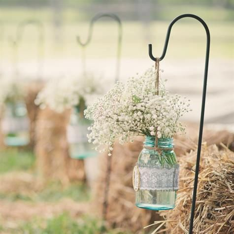 Love this idea hay bale and baby's breath decorations for an outdoor country wedding