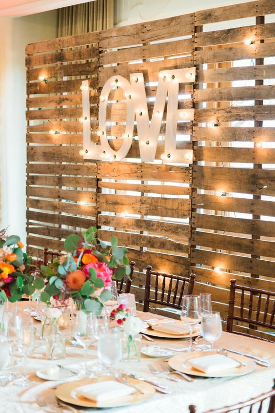 Rustic wood pallets wedding backdrop ideas