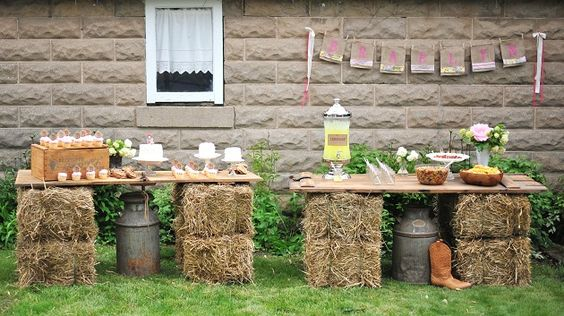 Use hay bales to make cute table displays