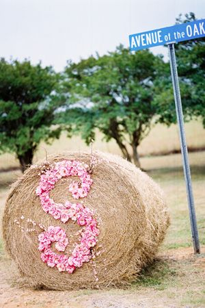 love this hay bale and sign for a country wedding