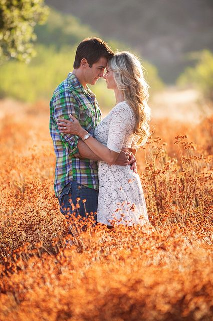 Gorgeous Fall in love engagement photo ideas