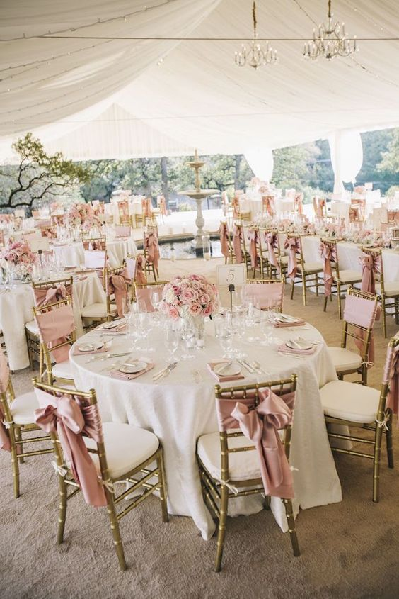 Gorgeous wedding reception with pink color