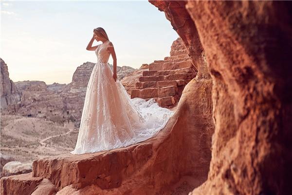 Oksana Mukha 2018 Wedding Dresses Collection -aura-2