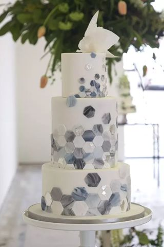 One of the hottest wedding cake trends of 2017 marble cakes