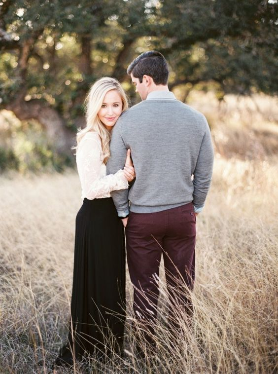 Romantic outdoor engagement photo ideas