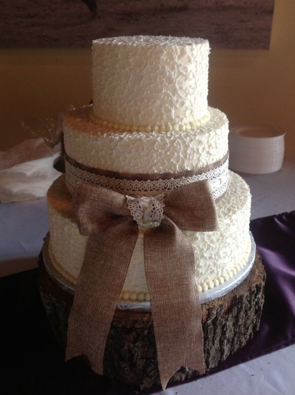 burlap and lace wedding cake 22 rustic tree stumps wedding cakes for your country wedding 12250