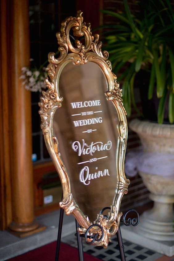 How elegant is this welcome mirror for wedding